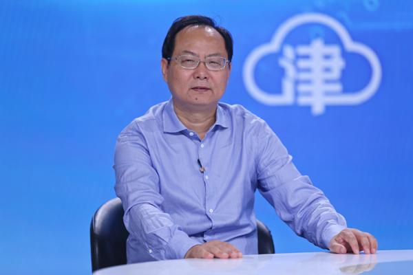 2-南开大学经济研究所所长、中国新一代人工智能发展战略研究院首席经济学家刘刚.jpg